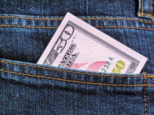 Tem dúvidas sobre onde comprar dólar de maneira segura? Saiba onde você pode adquirir