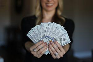 Quanto dinheiro eu posso enviar para o exterior?