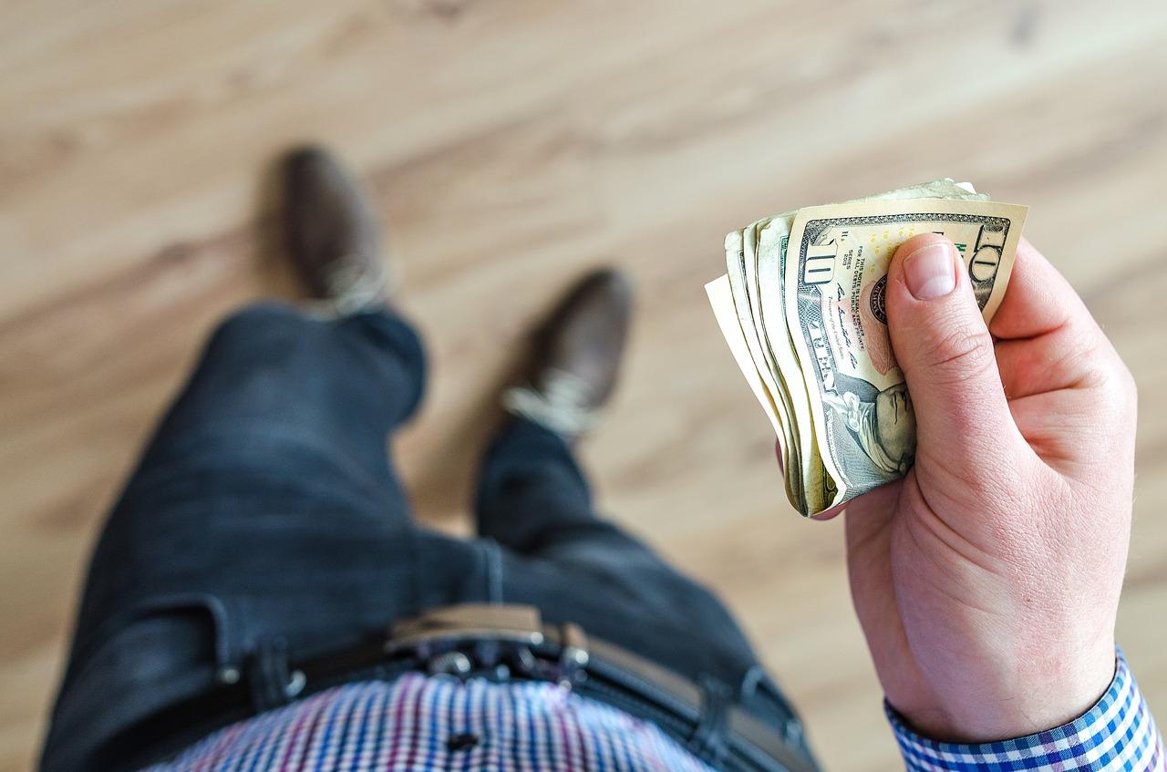 Como funciona a compra e venda de dólar?