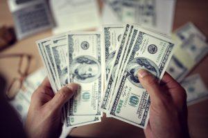 Envio de dinheiro para o Exterior: entenda sobre os impostos dessa transação