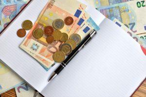 Qual o momento certo para comprar euro ou dólar?