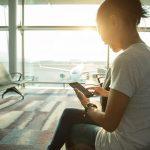 Expatriada no exterior recebendo remessas internacionais da família