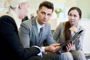 especialista em siscoserv explicando para clientes o que significas a sigla RVS