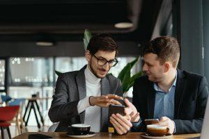 Cartão VTM ou Remessa Internacional: qual o jeito mais fácil para mandar dinheiro ao exterior?